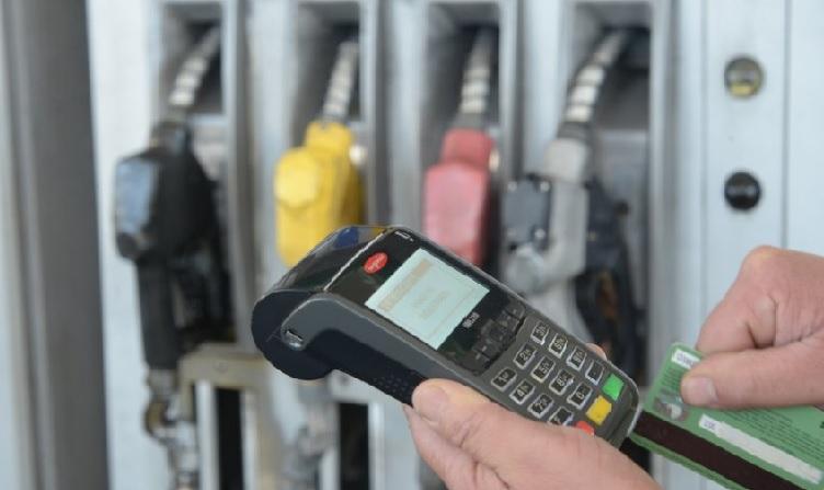 Estacioneros quieren suspender pagos de combustibles con tarjetas de crédito