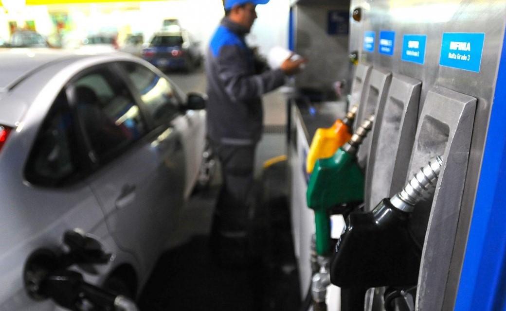 YPF aplicó un fuerte aumento: subió 2 pesos sus naftas