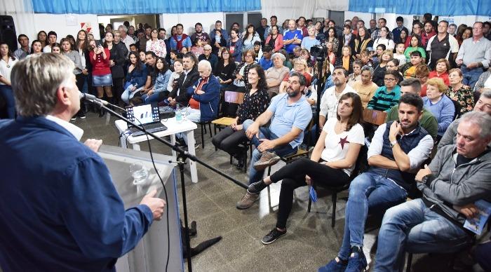 Ziliotto prometió que intentará construir casas a 75 familias de Anguil