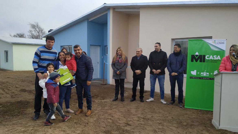 Se entregaron tres viviendas sociales de Mi Casa en Luan Toro
