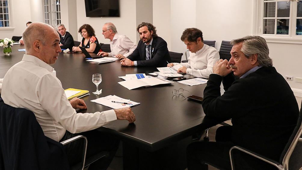 Fernández acordó con Kicillof y Larreta «endurecer» el aislamiento si siguen aumentando los casos