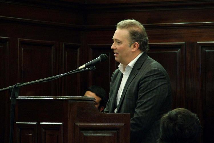 Alberto sumó a un docente de la UNLPam en una comisión para cambiar la Corte