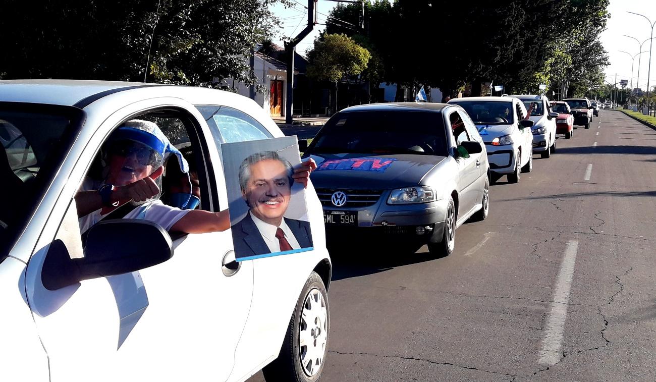 Multitudinaria caravana en Santa Rosa por el Día de la Militancia