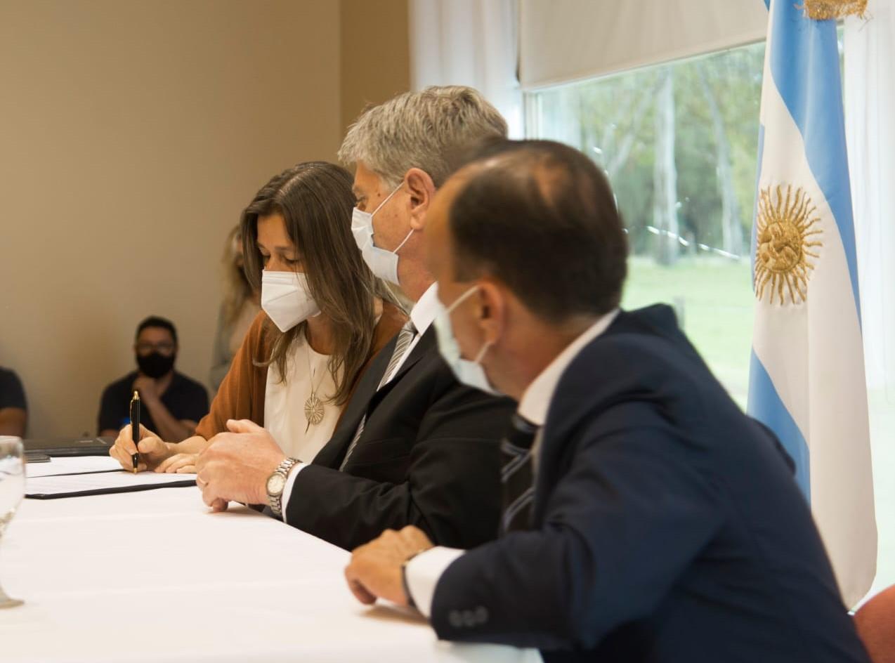 La ministra Frederic firmó un convenio con Ziliotto y elogió la nueva Ley de Seguridad Ciudadana