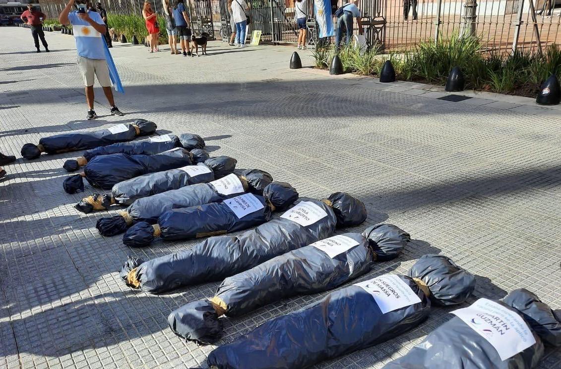 """27F macabro: la """"intervención"""" con bolsas de cadáveres que generó el repudio del presidente"""