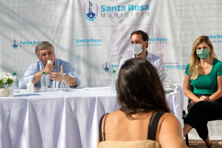El Gobierno provincial y el municipio santarroseño entregaron créditos a emprendedores