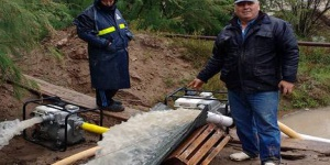 El Atuel crece: bombean agua en Algarrobo