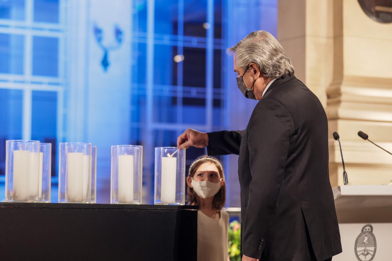 Alberto y los gobernadores homenajearon a los fallecidos por el covid en Argentina