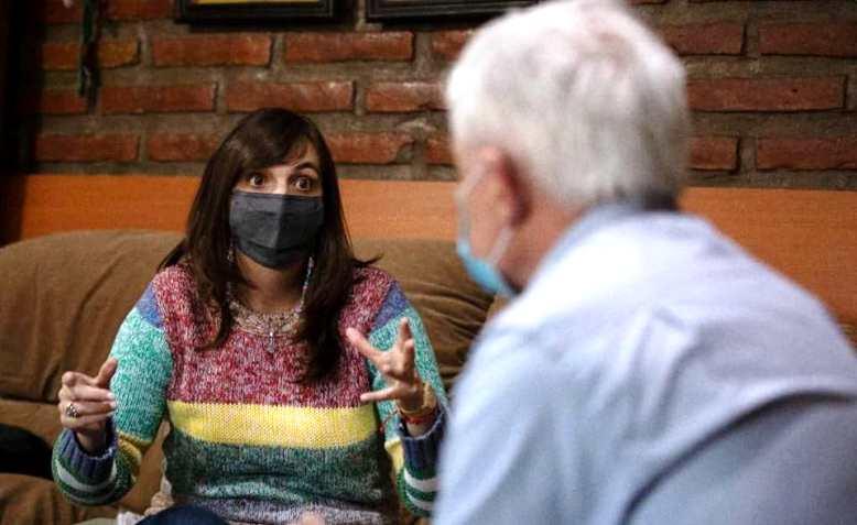 """Luchy"" Alonso incorporó a la campaña intérpretes de lengua de señas"